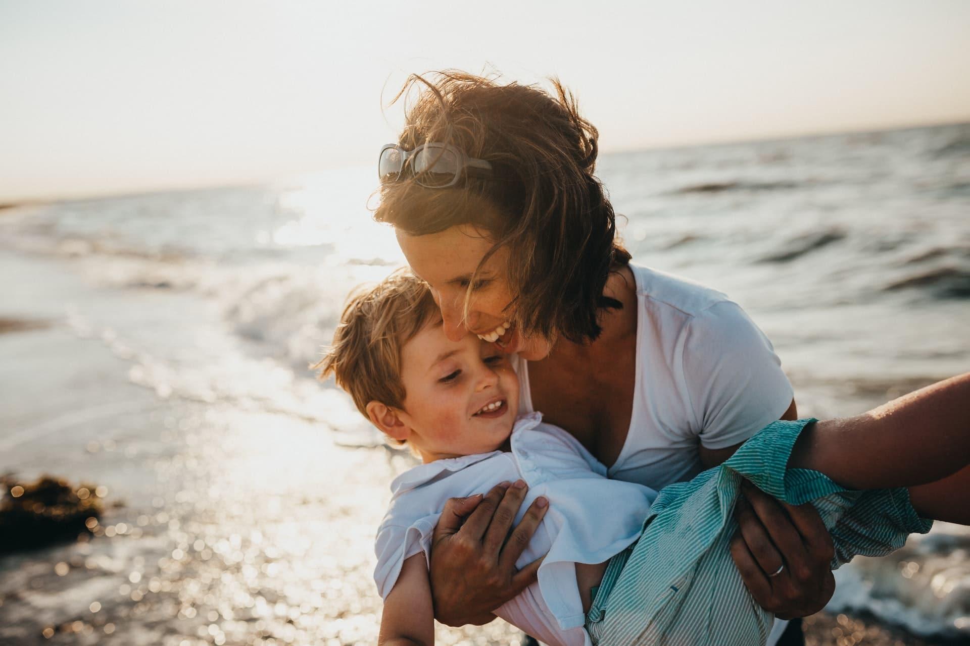 Donations faites aux petits-enfants et dispense de rapport à la succession
